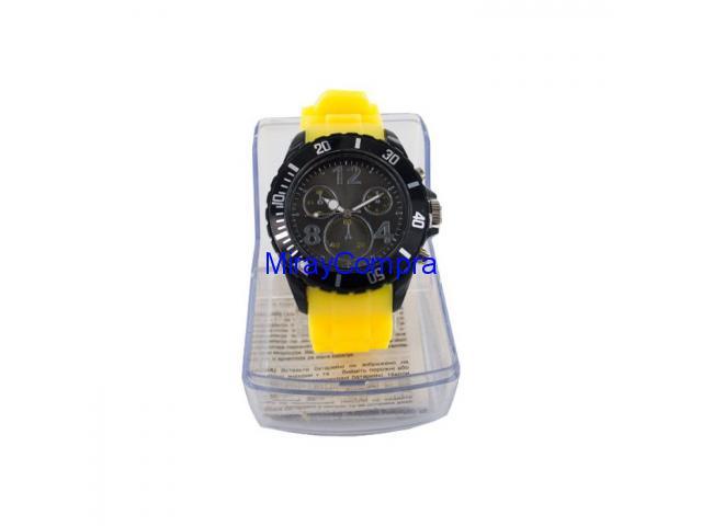 Reloj de pulsera amarillo